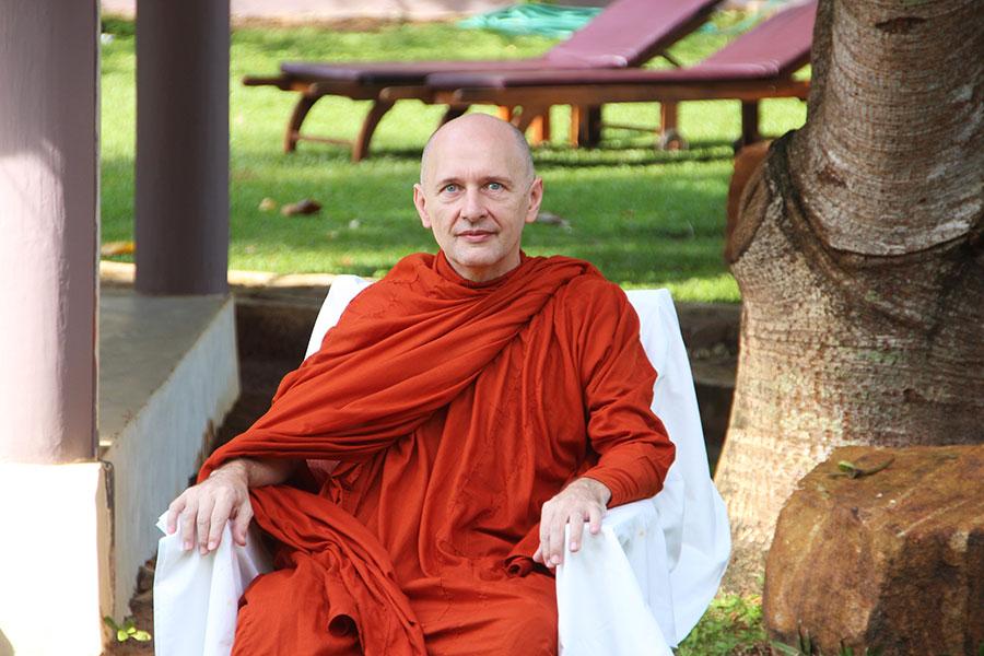kingdom-resort-centro-specializzato-in-yoga-meditazione-ayurveda-sri-lanka-maestro-Nisath-Jayasuriya